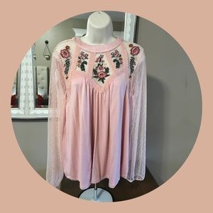 Tops - EUC - Worn once lace sleeve pink round neck top